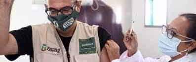 Canoas está vacinando a população com mais de 58 anos. O prefeito Jairo Jorge é um deles