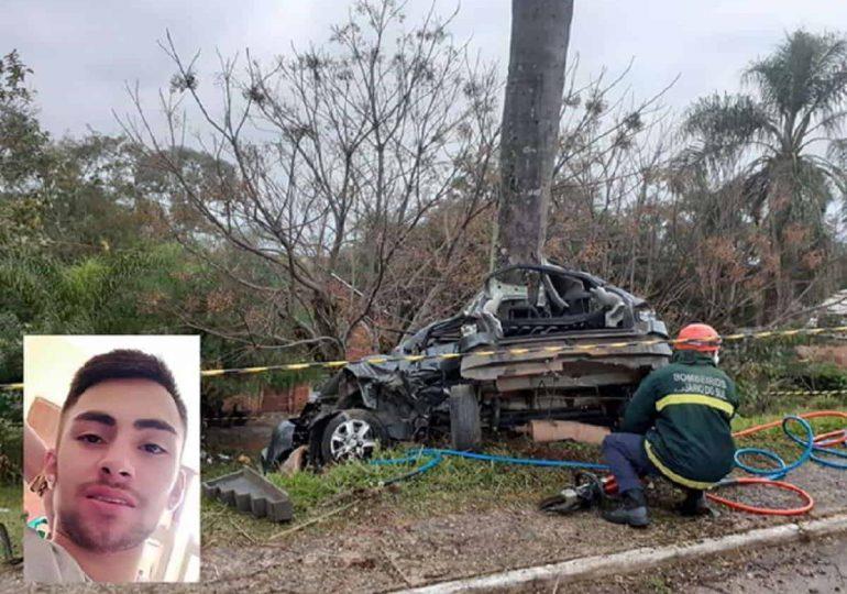 Jovem morre em acidente de carro após saber da morte do pai