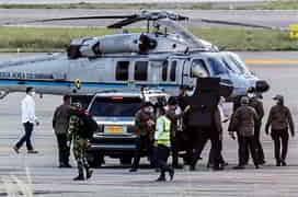 Helicóptero com presidente da Colômbia é atacado com tiros