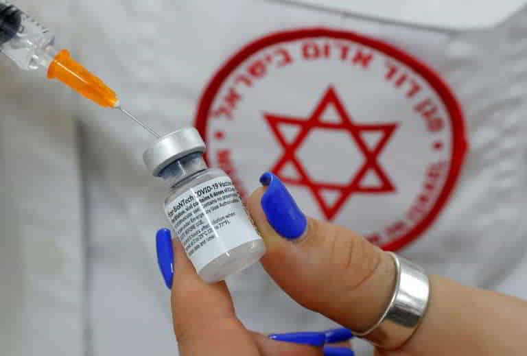 Israel aplica terceira dose da vacina anticovid nos mais vulneráveis