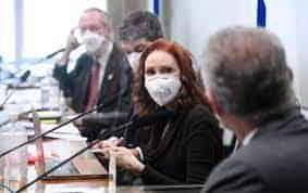 Senador Heinze diz que a bióloga Natalia Pasternak faz exercício ilegal da medicina